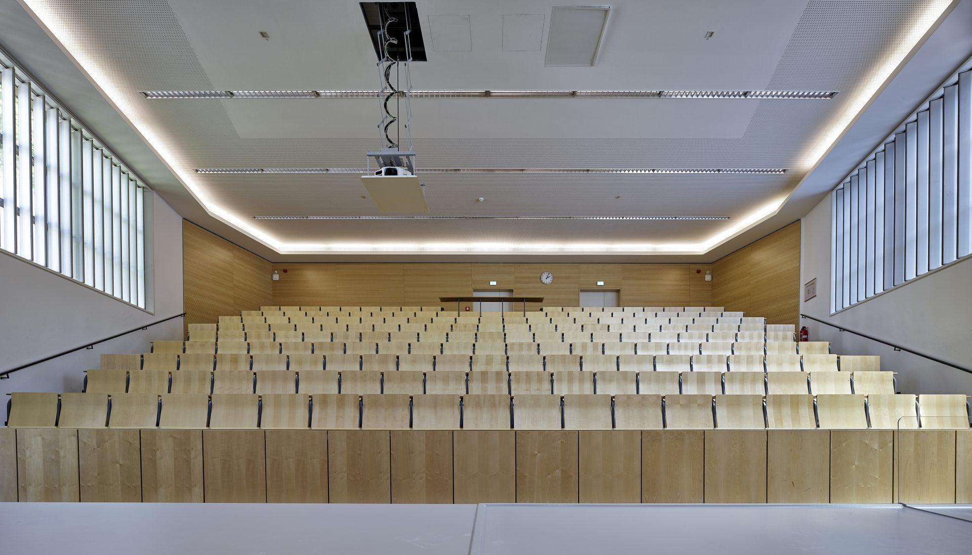 http://www.stricker-architekten.de/projekte/forschunglehre/leibniz-universitaet-hannover-umbau-und-sanierung-hochschulgebaeude-2505-hannover/