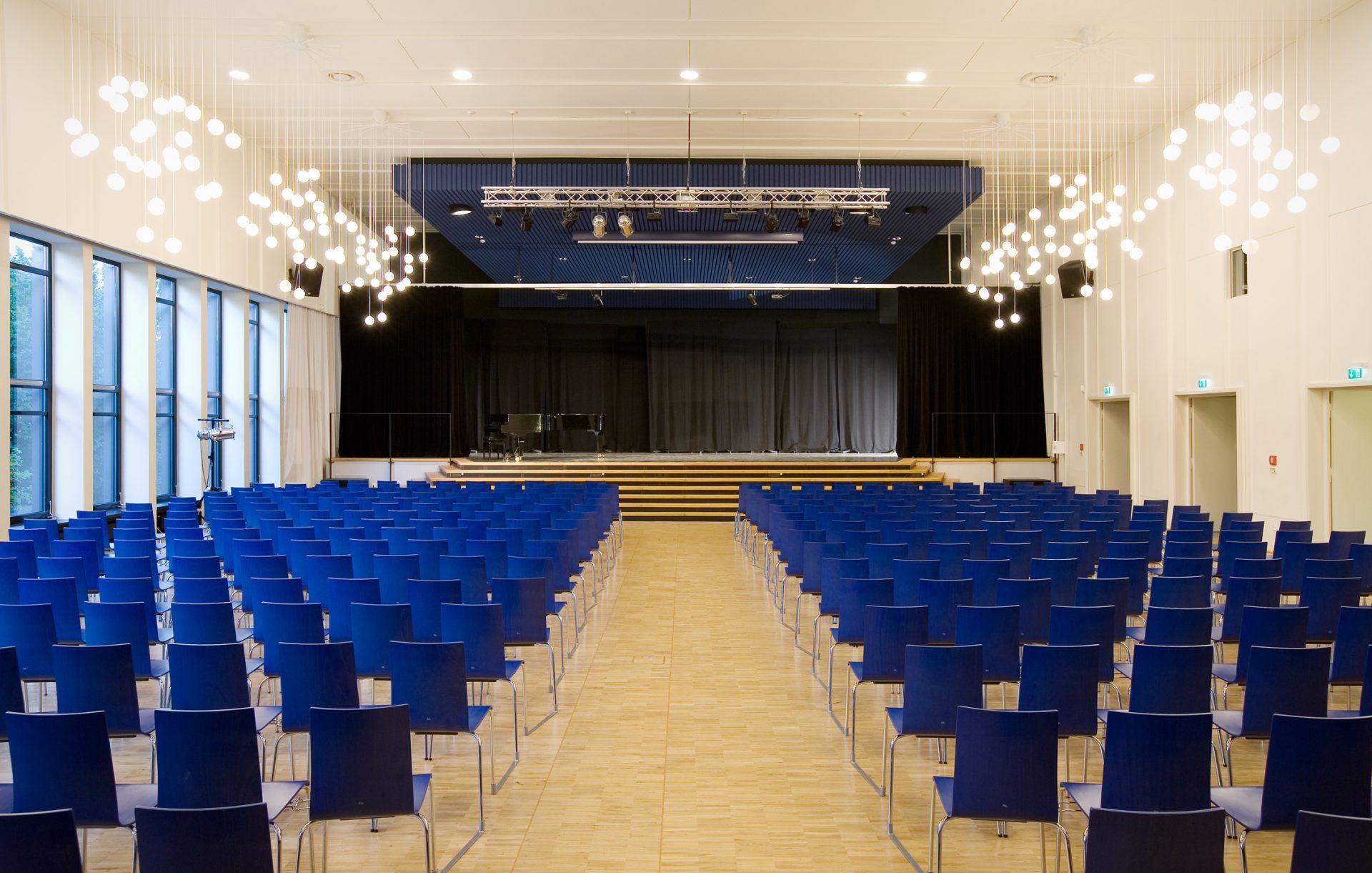 http://www.stricker-architekten.de/projekte/tellkampfschule-hannover-umbau-sanierung-aula-und-einbau-mensa/